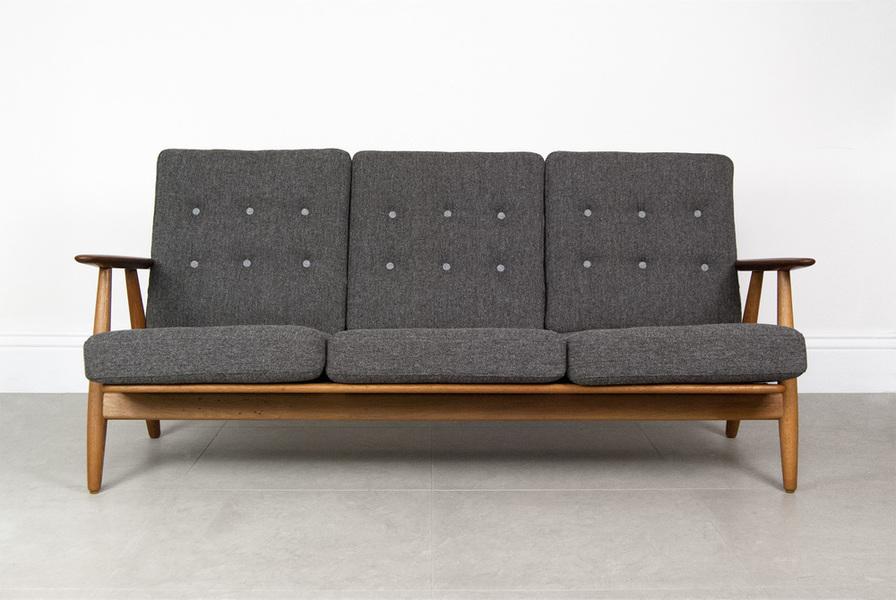 Hans J. Wegner Ge 240 'Cigar' Sofa photo 1