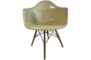 Thumb first edition charles eames paw chair swivel fibreglass shell dowel leg walnut 0
