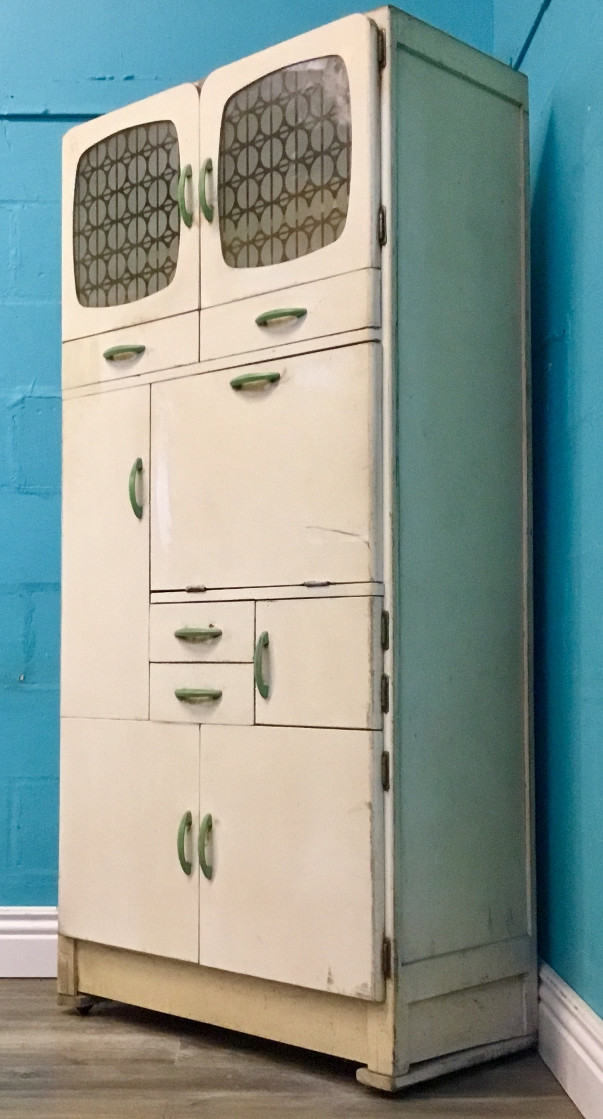 Funky Retro Mid Century 50s Compact Kitchen Queen Cabinet Compact
