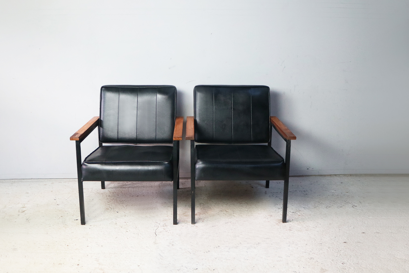 Astounding Pair 1970S Mid Century Black Vinyl Chairs Theyellowbook Wood Chair Design Ideas Theyellowbookinfo