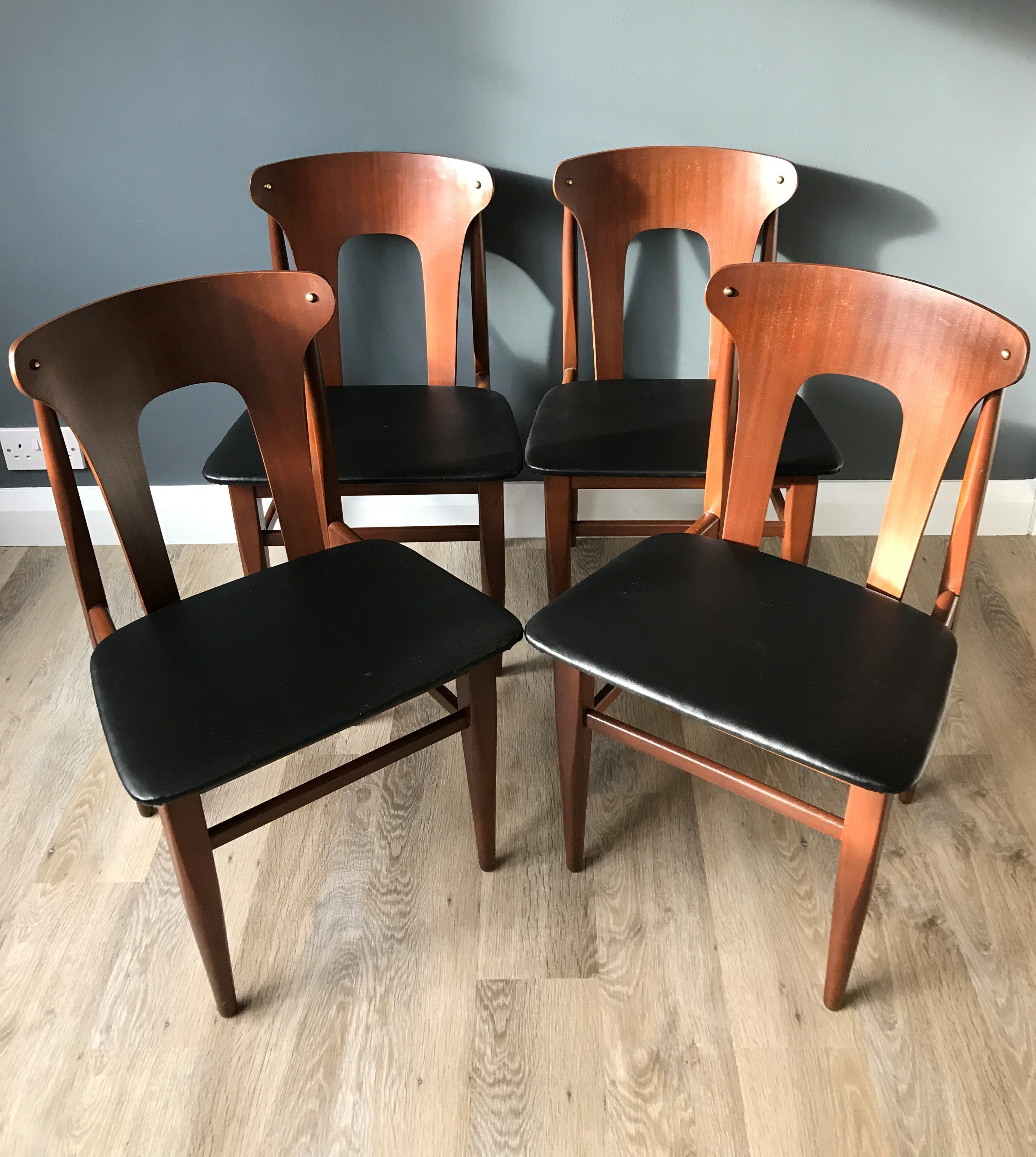 Brilliant Set Of 4 Mid Century Danish Teak Dining Chairs With Black Vinyl Seats Gmtry Best Dining Table And Chair Ideas Images Gmtryco