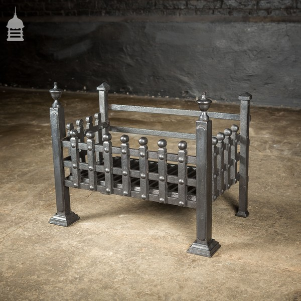 Smalle Kast Wit.Small Cast Iron Fire Basket With Finials Vinterior