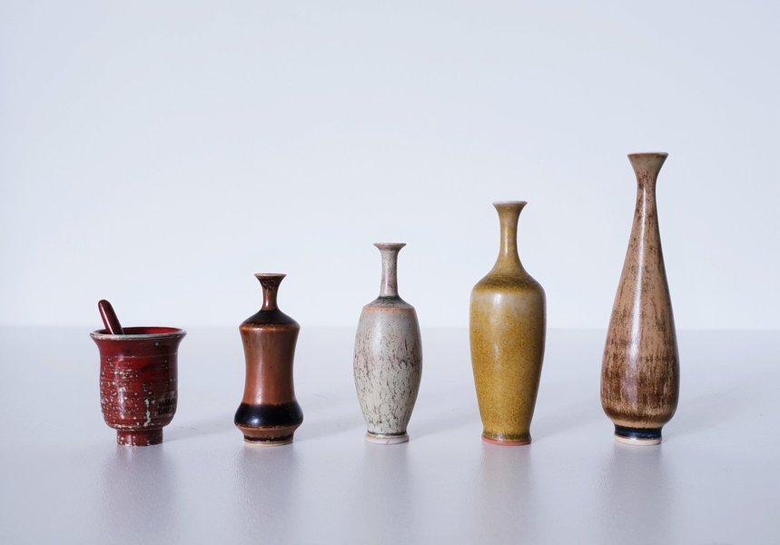 1950s 60s Höganäs Keramik, John Andersson, Set Of 5 Miniature Ceramic Vases And Mortar & Pestle