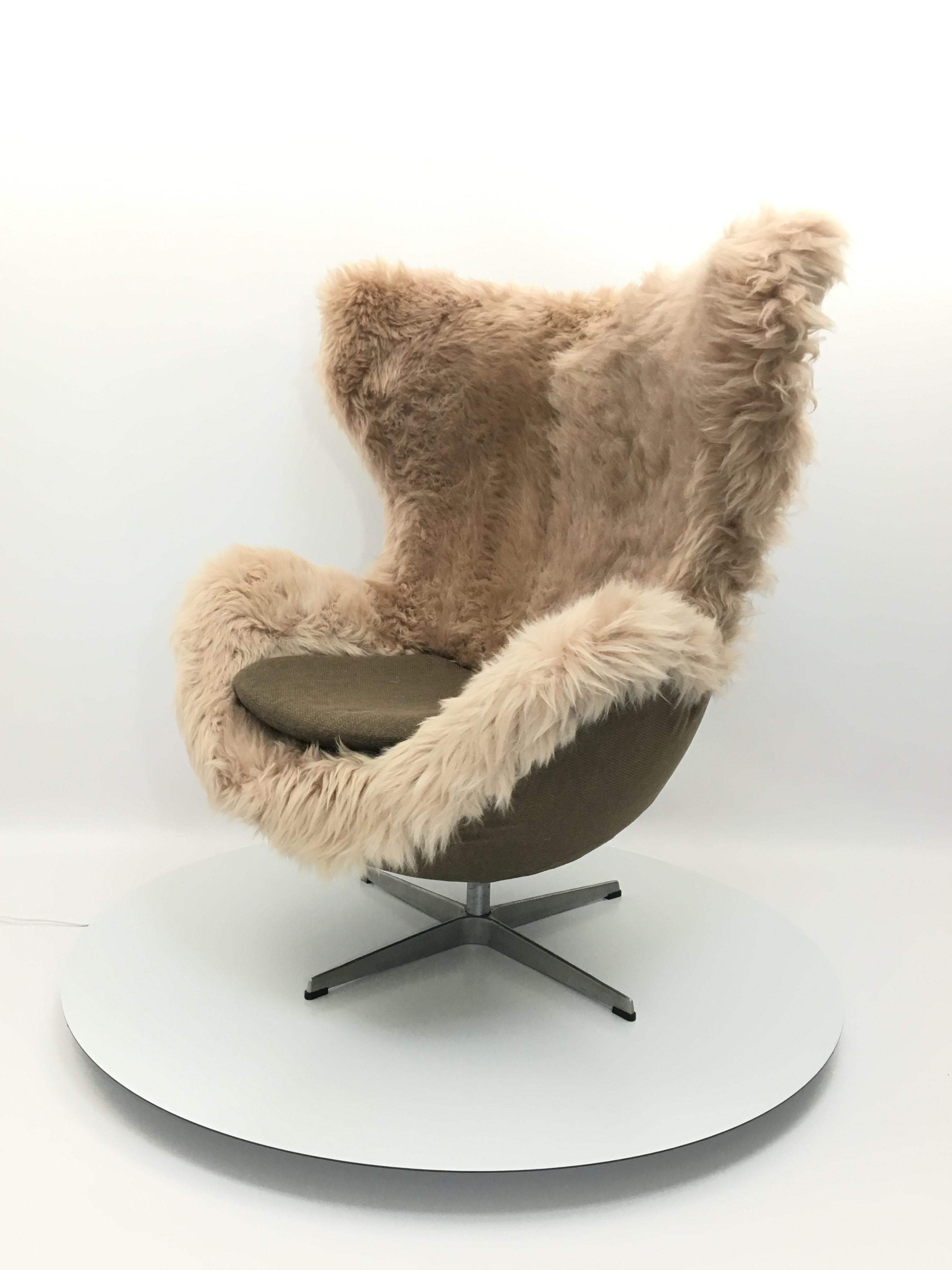 Egg Chair Jacobsen.Genuine Sheepskin Danish Egg Chair Armchair By Arne Jacobsen For Fritz Hansen