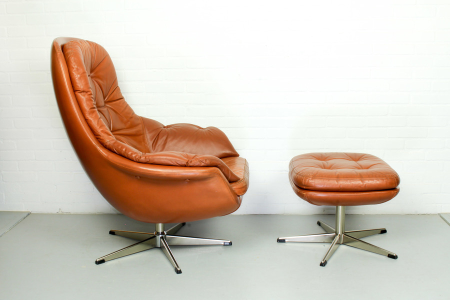 Awe Inspiring Leather Swivel Lounge Chair With Matching Ottoman 1960S Vintage Beatyapartments Chair Design Images Beatyapartmentscom