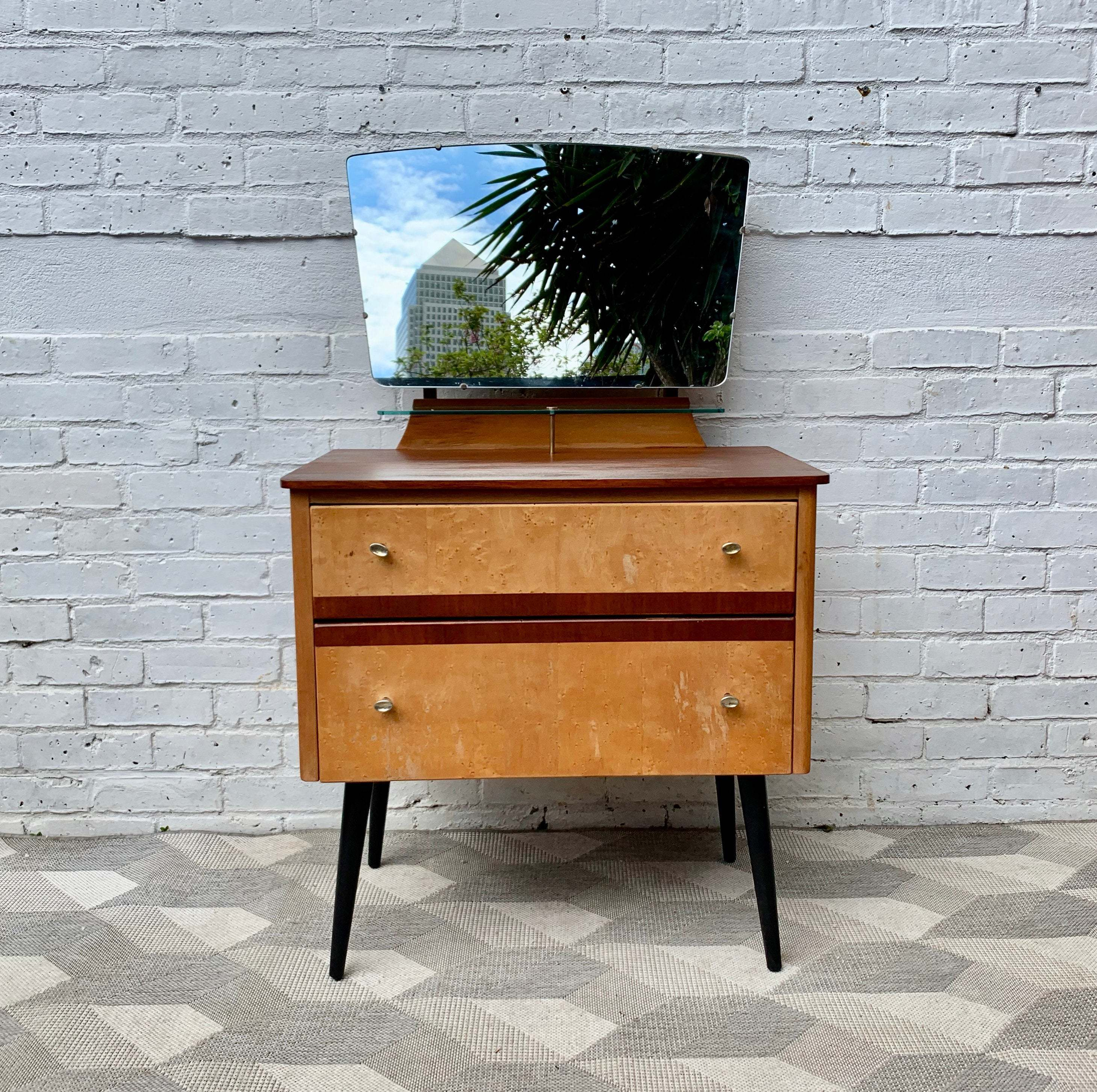 big sale 34f25 6e44d Vintage Small Dressing Table With Mirror Lebus