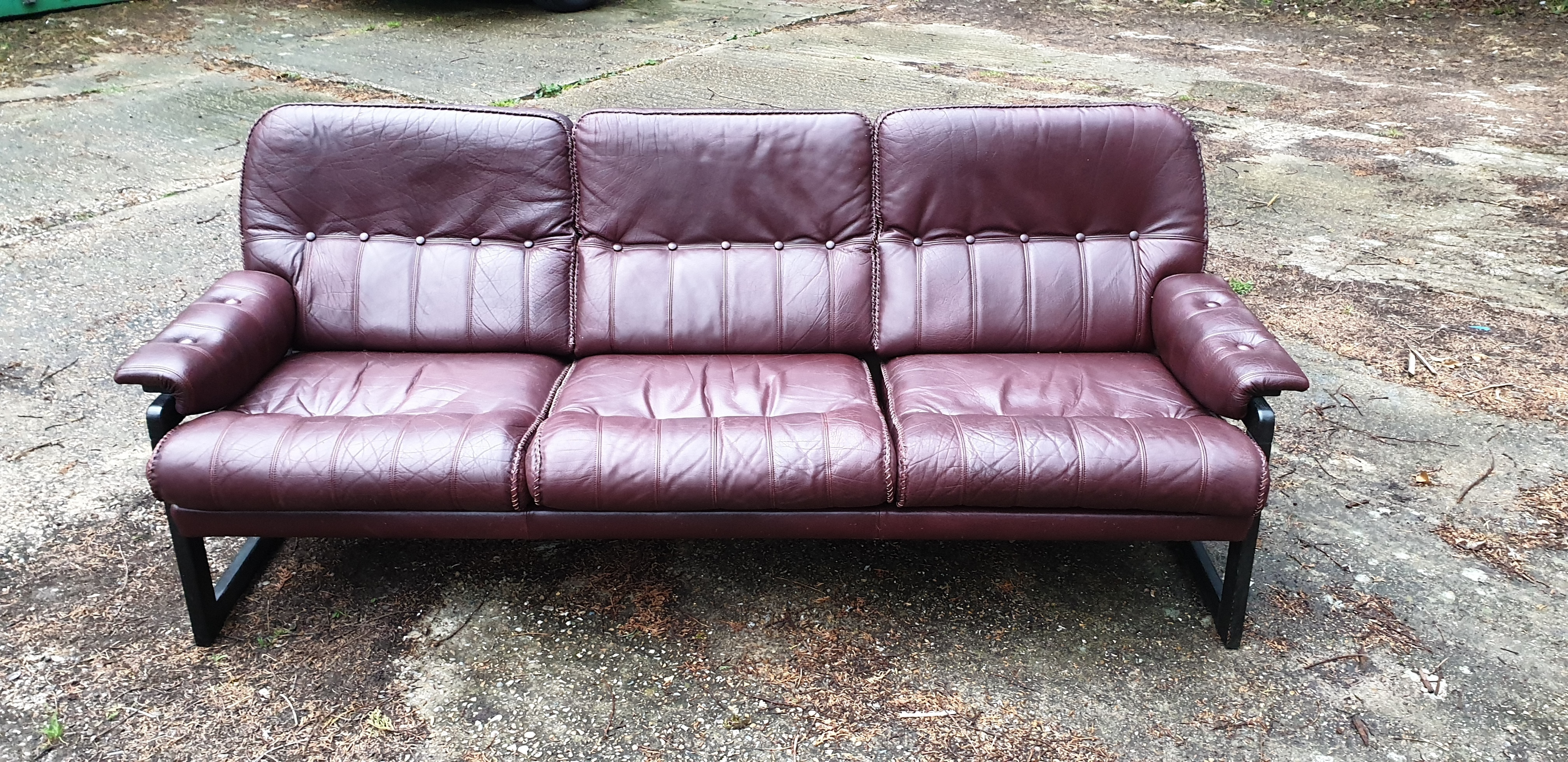 Scandinavian Leather Sofa With Wooden Frame