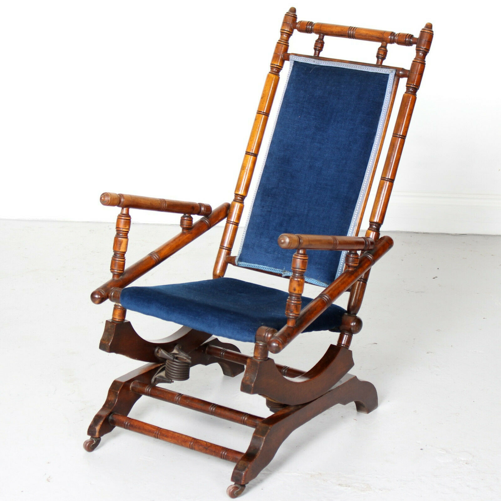 Pleasant Antique Rocking Chair 19Th Century American Influence Victoria Beatyapartments Chair Design Images Beatyapartmentscom