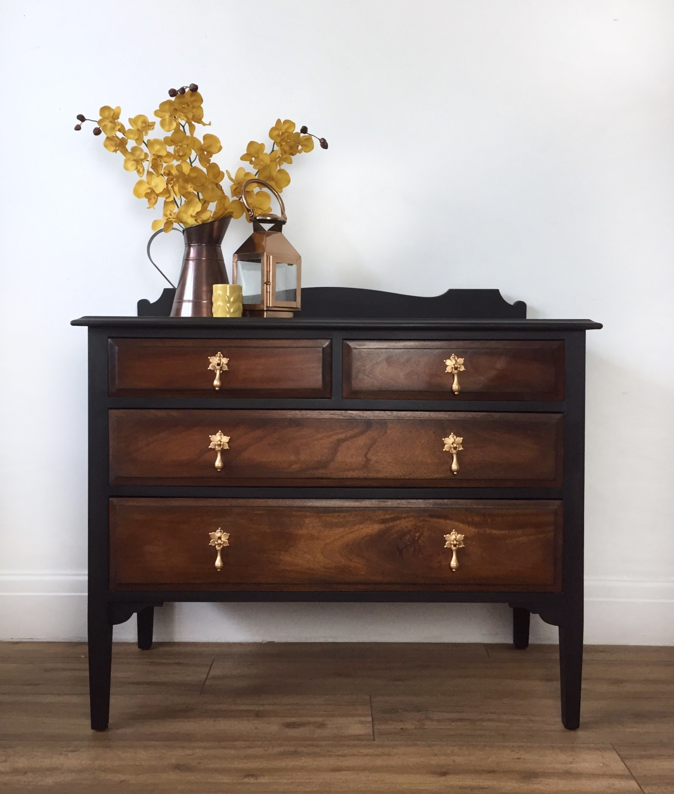lowest price 271d7 b1d55 Black And Dark Wood Chest Of Drawers With Vintage Gold Handles