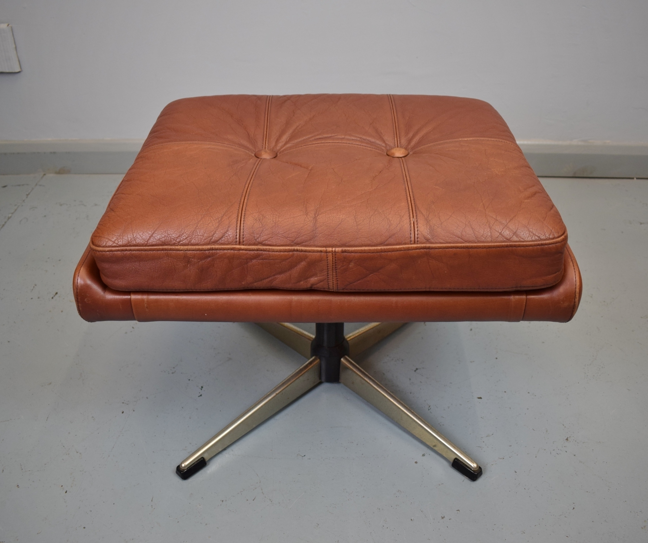 Awesome Mid Century Retro Danish Skippers Mobler Red Leather Swivel Foot Stool Ottoman Lamtechconsult Wood Chair Design Ideas Lamtechconsultcom