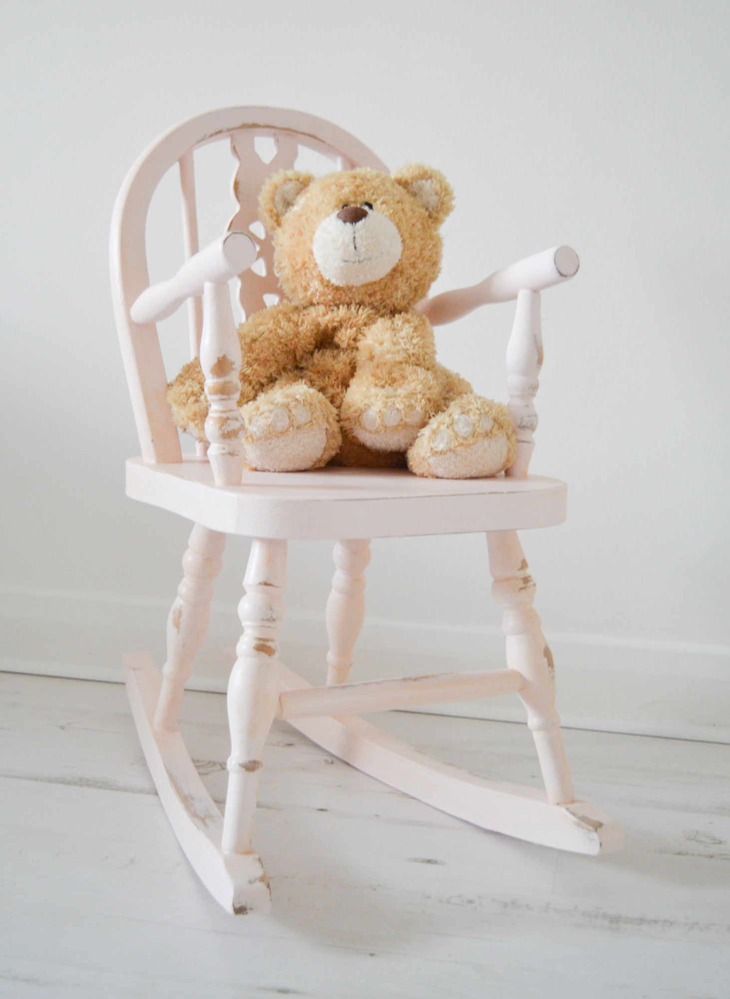 Picture of: Pink Rocking Chair Shabby Chic Baby Pink Hand Painted Chair Girls Nursery Room Wooden Rocking Chair Toddlers Pink Rocking Chair La Maison Shabby Chic Vintage Vinterior