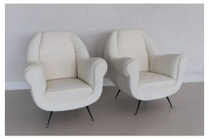 Thumb italian vintage armchairs in white upholstery and brass stiletto feet 1960s 0