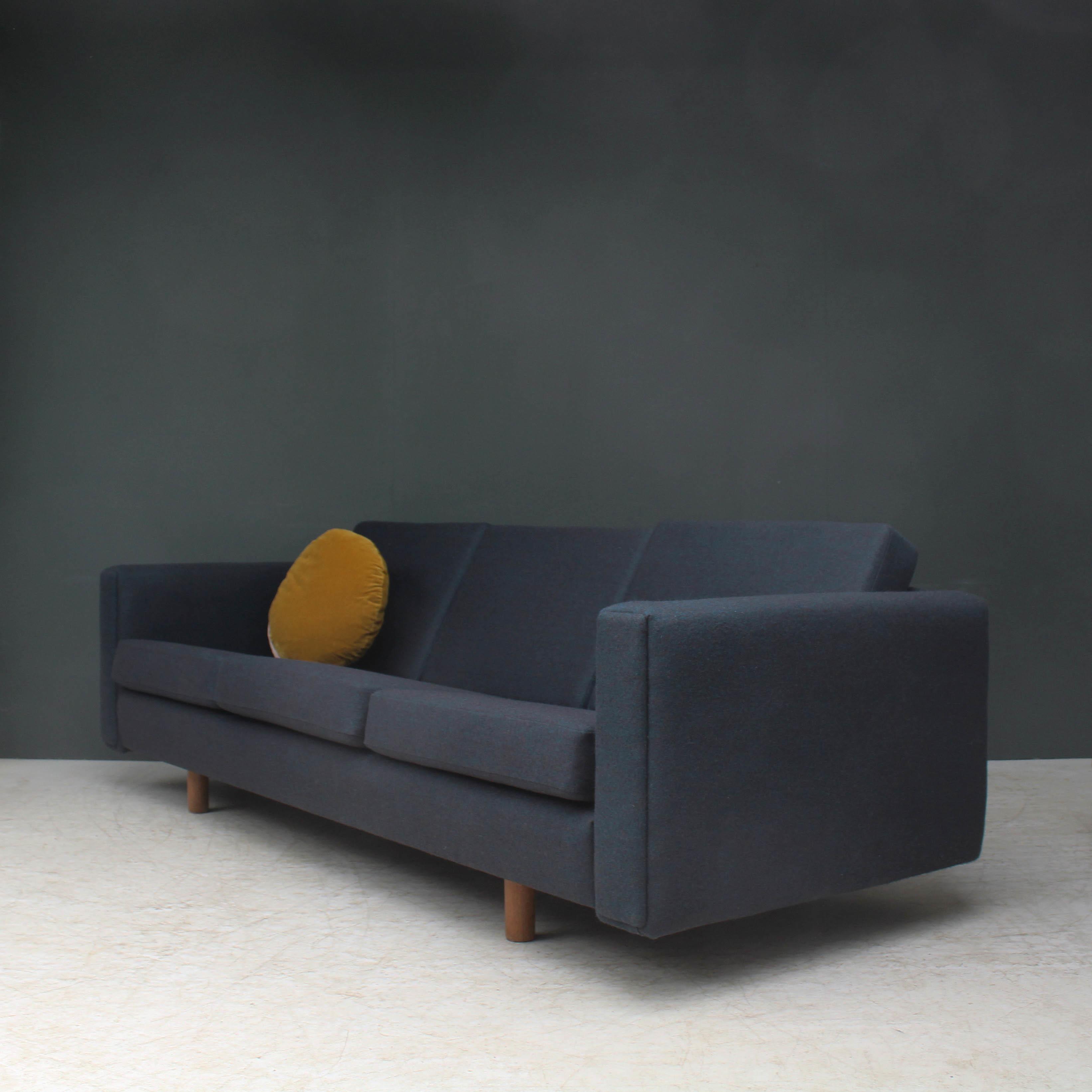 Hans Wegner Ge 300 3 Three Seater Sofa