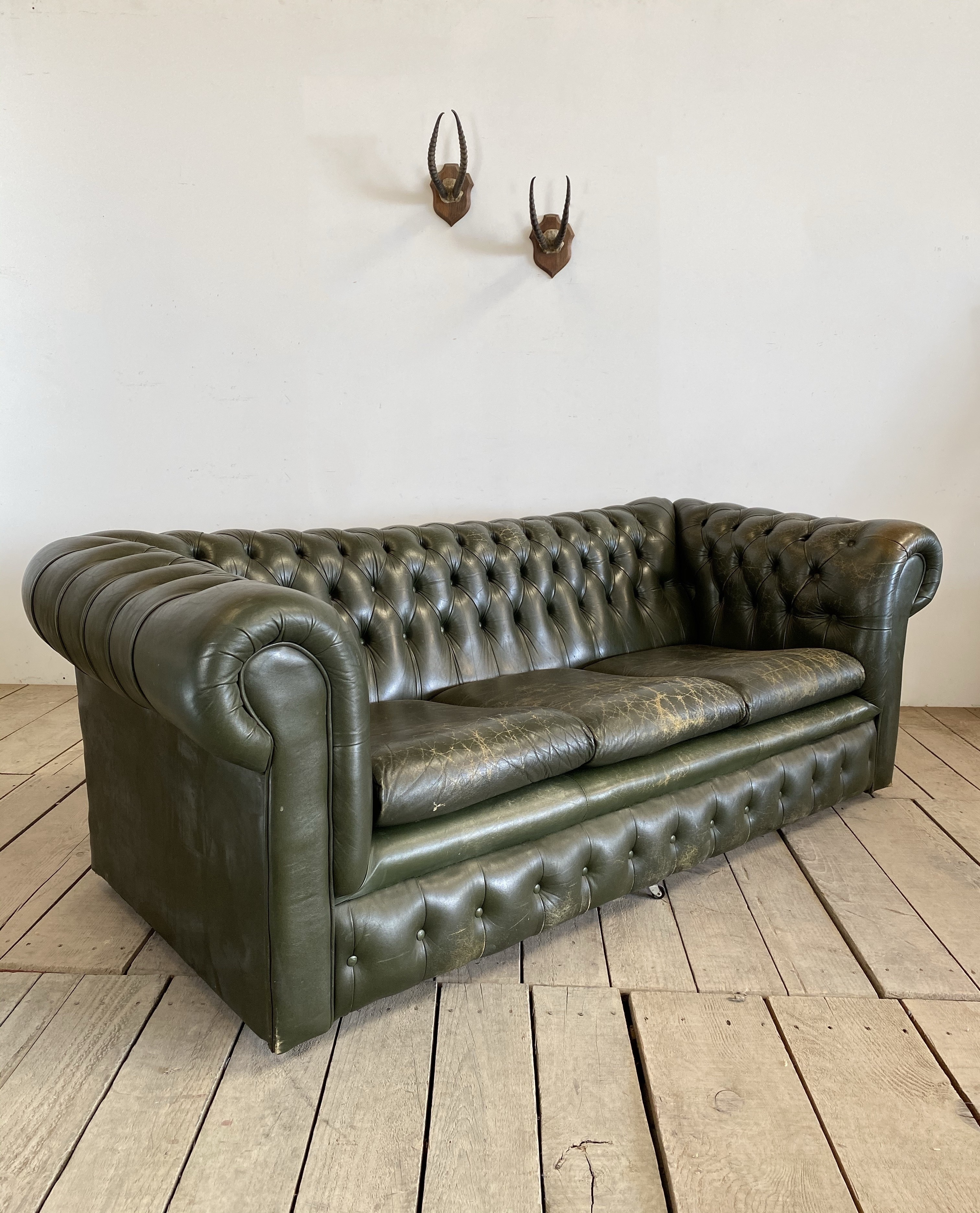 - Vintage Green Leather Buttoned Chesterfield Sofa Vinterior