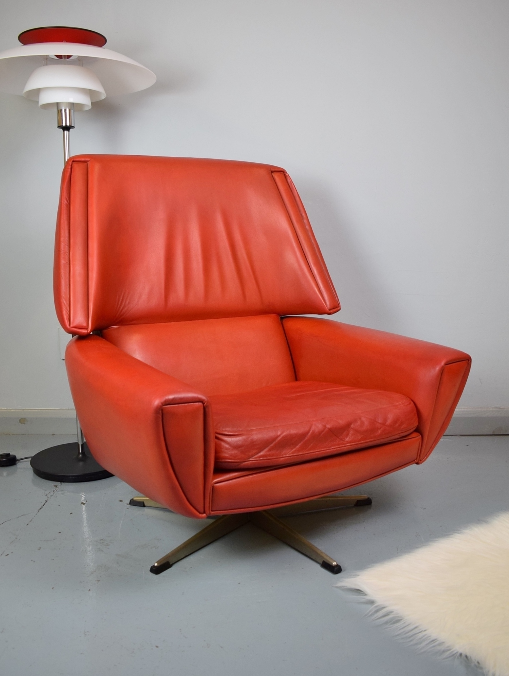 Outstanding Mid Century Vintage Retro Danish Red Leather Swivel Lounge Arm Chair 1960S 70S Squirreltailoven Fun Painted Chair Ideas Images Squirreltailovenorg