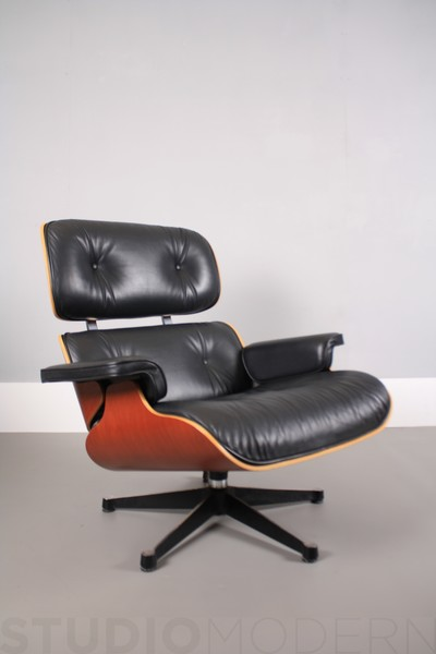 Vitra Charles & Ray Eames 670 Lounge Chair photo 1