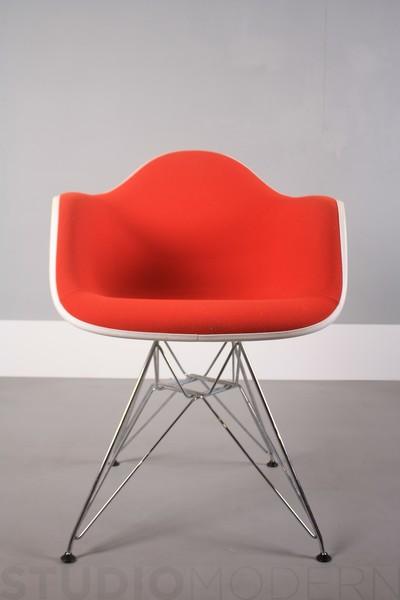 Vitra Charles & Ray Eames Dar – Red Hopsack photo 1