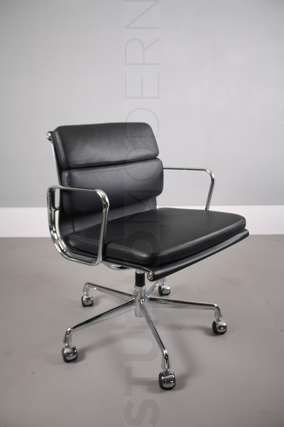 Vitra Eames Ea208 Soft Pad Chair photo 1